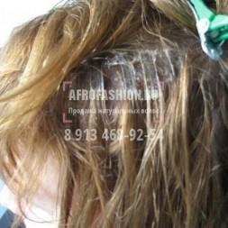 Капсулы нереально большие, сформированы не правильно, размазаны по волосам.